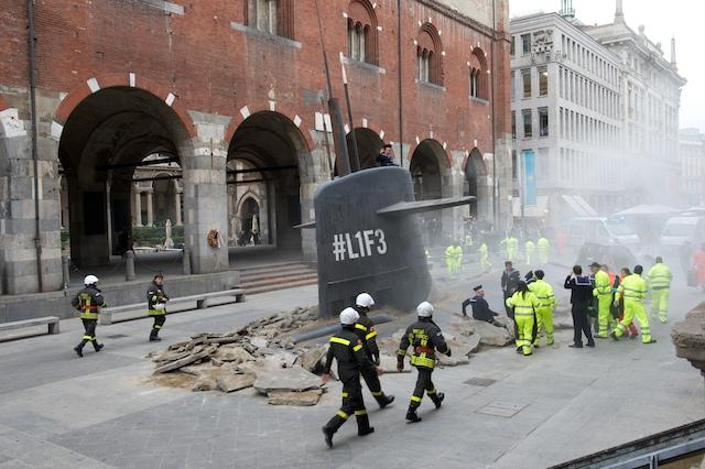 Un sottomarino emerge in pieno centro a Milano: la campagna di lancio del negozio di Europ Assistance e Genertel